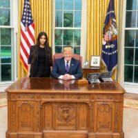 Встреча Ким Кардашян и Дональда Трампа стала объектом шуток и мемов