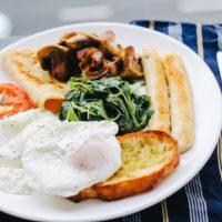 Йогурт с перцем и сырая паста: что просят на завтрак в британских мини-отелях
