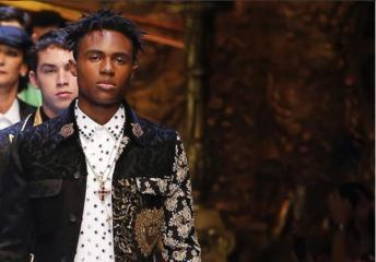 Короны, розы, костюмы и корсеты: как прошел показ Dolce & Gabbana Menswear