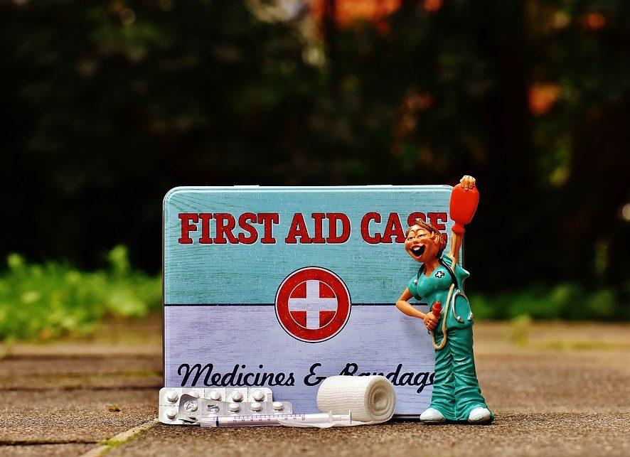 Что взять с собой в отпуск: педиатр рассказала, как правильно собрать аптечку