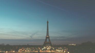 В Париже вновь открылась для посетителей Эйфелева башня