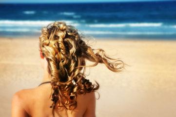 Как ухаживать за волосами летом: 3 простых совета на каждый день