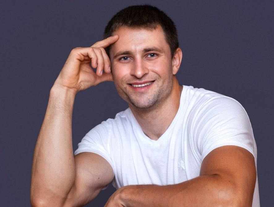 Спортсмен-бодибилдер из Беларуси начал покорять Америку песнями на украинском