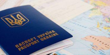 Многие украинцы не спешат забирать готовые биометрические паспорта