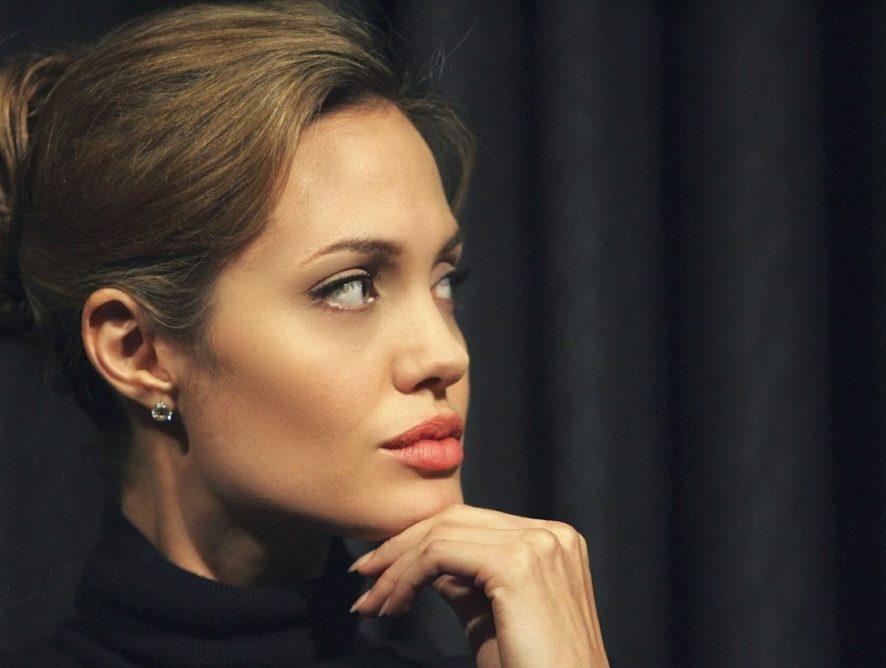 Из-за стрессов Анджелина Джоли снова теряет в весе