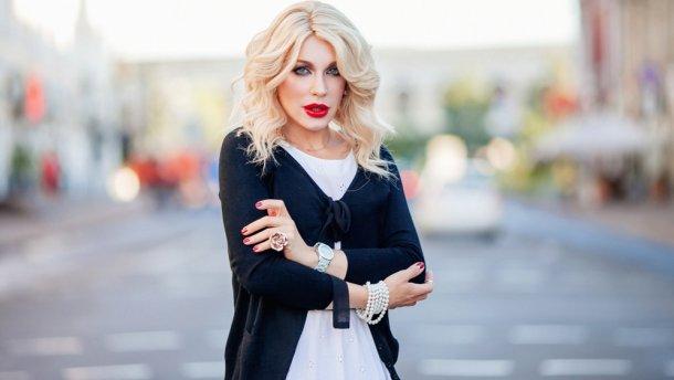 """""""Не хватает Траволты"""": Монро поделилась пикантными фото на балконе"""