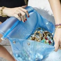 Dolce Gabbana представили яркую коллекцию сумок из силикона