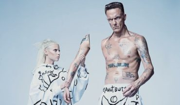 Крысы, мыльные пузыри, мягкие игрушки и благовония: стал известен райдер скандальной группы Die Antwoord