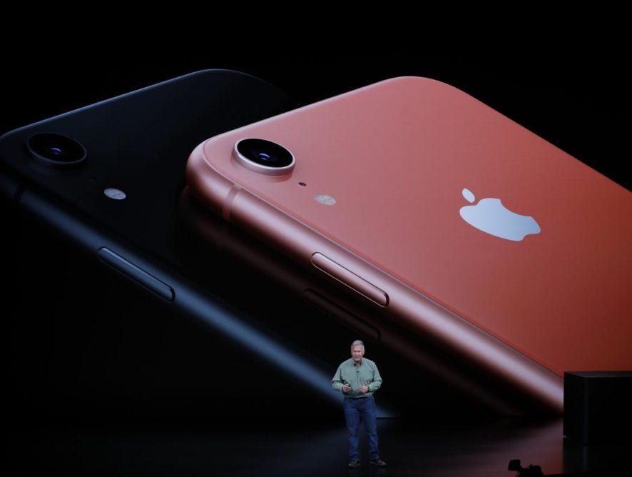 """""""Спасибо, что выпустили то же самое"""": в Huawei высмеяли новые iPhone от Apple"""