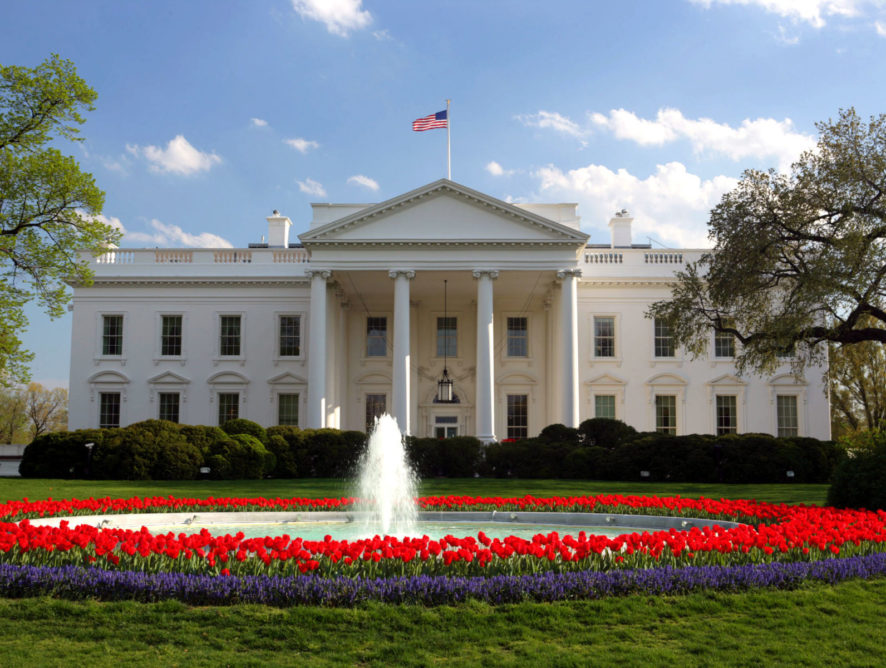 В Белом доме ужесточили правила пользования мобильными