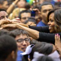 Мишель Обама завершила работу над автобиографией и анонсировала выход книги