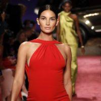 На подиум в Нью-Йорке вышла беременная модель