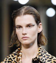 Новый бьюти-тренд с Недели моды в Париже: стрелки-уголки