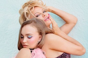 Дочь Джонни Деппа снялась топлесс вместе с Памелой Андерсон