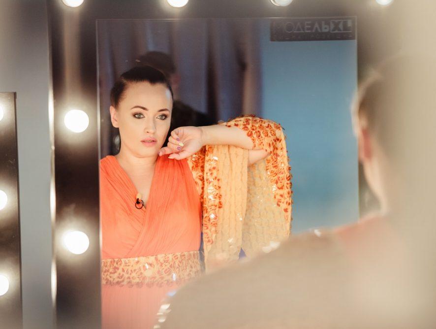 Участница Модель XL станцевала тверк в клипе Полиграфа Шарикова