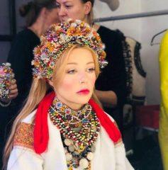 Тина Кароль примерила образ невесты ХХ века