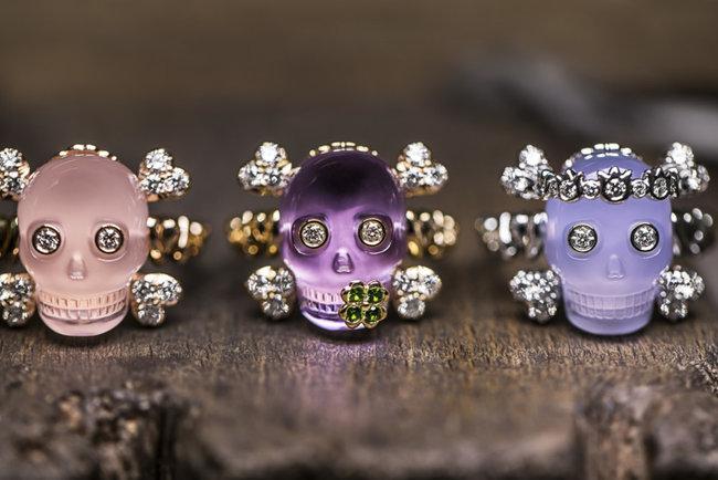 Dior выпустили украшения в виде черепов