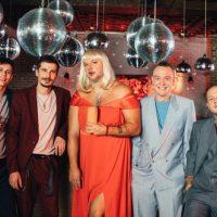 Потап предстал в образе блондинки в новом клипе группы MOZGI