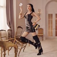 В Сети появились первые снимки рекламной кампании Moschino и H&M