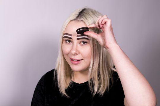 В Сети повился новый забавный тренд - Орео-брови