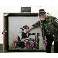 Уличный художник из США купил работу Бэнкси, чтобы выкрасить ее в белый
