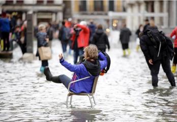 Воды по колено: что происходит в затопленной Венеции