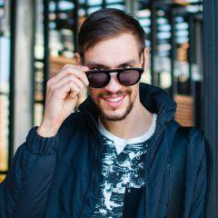 Отказ от нефтяного пластика: киевлянин рассказал о первых в мире очках из кофе