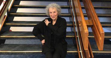 Букеровская премия 2019: в шорт-лист вошли Маргарет Этвуд и Салман Рушди