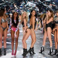 В Нью-Йорке состоялся показ Victoria's Secret: яркие фото с грандиозного шоу