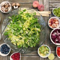 """Как """"заморить червячка"""": диетолог рассказала о правилах перекуса"""