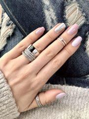 Волшебство на ногтях: 12 идей стильного маникюра на зиму
