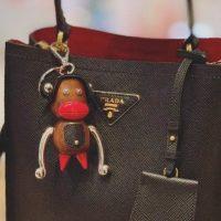 Бренд Prada обвинили в расизме из-за кукол