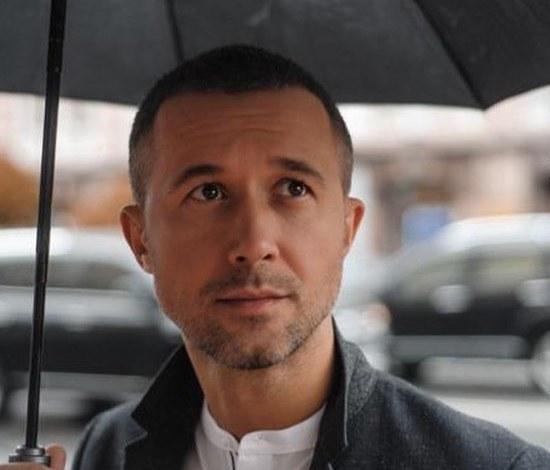 Сергей Бабкин в новом клипе похвастался сексуальным торсом