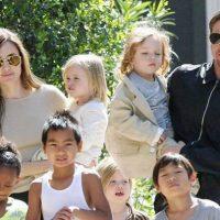 """Анджелина Джоли и Брэд Питт наконец """"поделили"""" детей"""