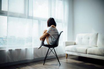 Ученые рассказали, в каком возрасте люди сильнее всего чувствуют одиночество