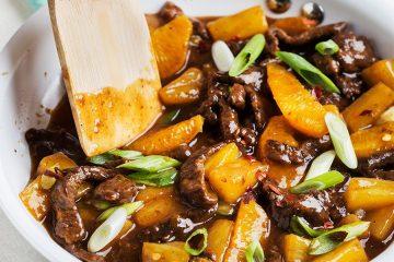 Новогодний рецепт: говядина с ананасами