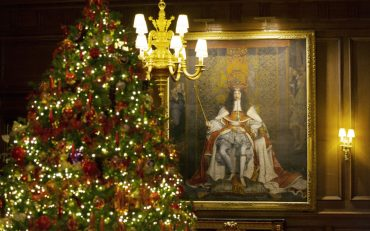Королевская семья представила рождественские открытки
