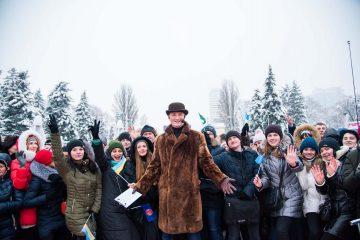 """Звездные участники """"Караоке на майдані"""" разных лет собрались поздравить Игоря Кондратюка с юбилеем"""