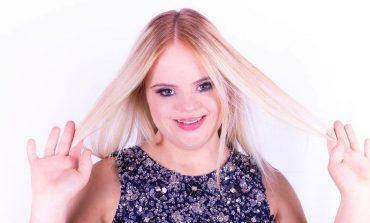 Модель с синдромом Дауна стала новым лицом косметического бренда