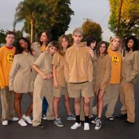 Одежда от Джастина Бибера: музыкант запустил собственный бренд под названием Drew