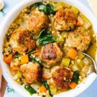 Рецепт от диетолога: овощное рагу по-средиземноморски с фрикадельками
