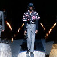 Кепки-ушанки и яркая обувь: в Милане прошел показ новой коллекции Prada