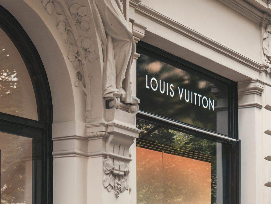 Подростки в футболках на улицах: Louis Vuitton показал лоу-фай кампанию