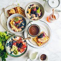 """Энергетический завтрак: простой рецепт """"пирога"""" с фруктами и орехами"""
