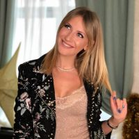 """""""К чему бы это"""": Леся Никитюк поймала букет невесты на свадьбе Регины Тодоренко"""