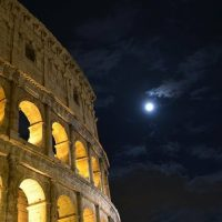 Не петь в транспорте и не играть как ребенок: в Риме установили новые правила поведения