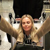Звездная блондинка Шарлиз Терон призналась, что сейчас свободна