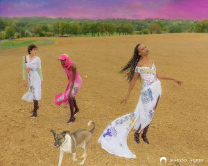 Пляж на фоне костра: Марин Серре представила футуристическую рекламную кампанию