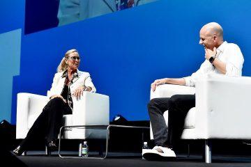 Экс-гендиректор Burberry покинет пост вице-президента Apple