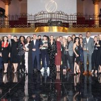 Черный клатч, декольте и бархат: в чем пришли звезды на награждение The Globes de Cristal Awards